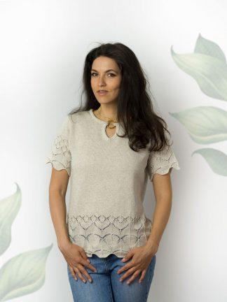 pull en coton de couleur naturelle avec accessoires fantaisie nad ajour knitting