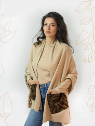 wonderful and practical big scarf with pockets